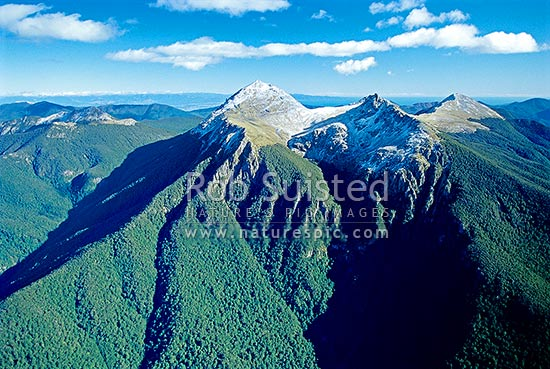 Mount (Mt) Richmond (1756m), Johnson Peak and Mount (Mt) Fell. Tasman Bay behind, Mount Richmond Forest Park, Marlborough District, Marlborough Region, New Zealand (NZ) stock photo.