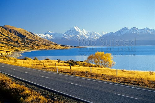 Mount Cook / Mount (Mt) Aoraki/Aorangi (3754m) above Lake Pukaki and Tasman Valley. State Highway 80, Aoraki / Mount Cook National Park, MacKenzie District, Canterbury Region, New Zealand (NZ) stock photo.