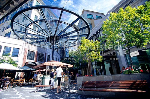 Stroll through a picturesque village-like setting, and browse through boutique stores filled with treasured finds before settling into a relaxed café in these Auckland suburbs.