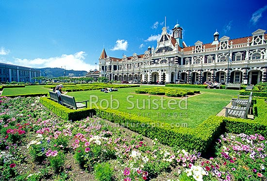 Historic Dunedin Railway Station and gardens. Designed by Sir George Troup and opened 1906, Dunedin, Dunedin City District, Otago Region, New Zealand (NZ) stock photo.