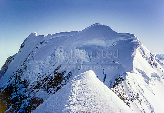 Summit Ridge of Mount Cook / Mount (Mt) Aoraki / Mount (Mt) Aorangi, From Low Peak. Photo by Phil Suisted, Aoraki / Mount Cook National Park, MacKenzie District, Canterbury Region, New Zealand (NZ) stock photo.