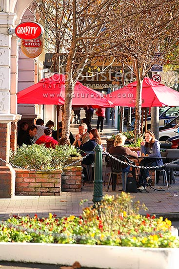 Cafes on Victoria Avenue, Main street of Wanganui City CBD, Wanganui City, Wanganui District, Manawatu-Wanganui Region, New Zealand (NZ) stock photo.