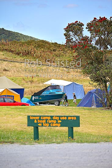 Summer holiday DOC (Department of Conservation) campground ...