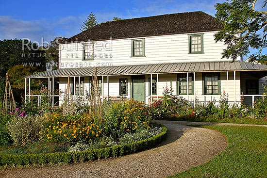 Historic Mission Station Kemp House (1821) - the oldest building in New Zealand. Circular flower bed in front of house, Kerikeri, Far North District, Northland Region, New Zealand (NZ) stock photo.