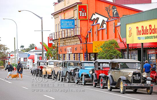 Vintage car rally in Bulls township, State Highway 1 (One), Bulls, Rangitikei District, Manawatu-Wanganui Region, New Zealand (NZ) stock photo.