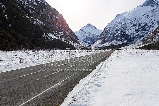 road to milford sound state highway 94 cleddau river