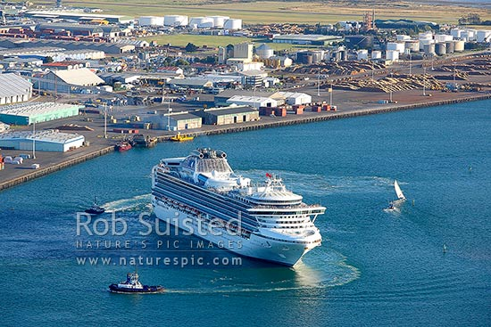 Cruise ship, the Diamond Princess from Princess Cruises departing Port of Tauranga and Tauranga Harbour with aid of tugboats, Mount Maunganui, Tauranga District, Bay of Plenty Region, New Zealand (NZ) stock photo.