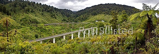 Hapuawhenua Viaducts, historic and modern. North Island Main Trunk Railway Line in Tongariro National Park. Panorama, Ohakune, Ruapehu District, Manawatu-Wanganui Region, New Zealand (NZ) stock photo.