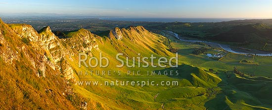 Sunrise on Te Mata Peak (399m). Overlooking Hawke Bay and the Tukituki River with Napier far left. Panorama, Hawke's Bay, Hastings District, Hawke's Bay Region, New Zealand (NZ) stock photo.