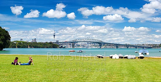 Auckland City, Harbour bridge and Sky Tower from the North Shore, with people enjoying sunny weather. Panorama, Auckland, North Shore City District, Auckland Region, New Zealand (NZ) stock photo.