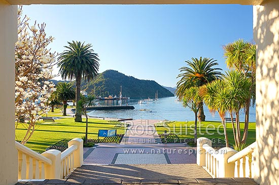 Picton foreshore gardens and memorial gateway or arch on a tranquil evening, Picton, Marlborough Sounds, Marlborough District, Marlborough Region, New Zealand (NZ) stock photo.