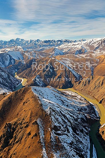 Clarence River gorge near The Observatory and upstream of Quail Flat. Seaward Kaikoura Ranges and Mount Manukau (2608m) behind, Clarence River, Kaikoura District, Canterbury Region, New Zealand (NZ) stock photo.