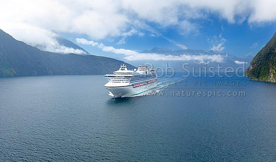 Reach For Clouds >> Cruise ship in Pendulo Reach between Thompson, Bradshaw and Doubtful Sounds. Princess Cruises ...