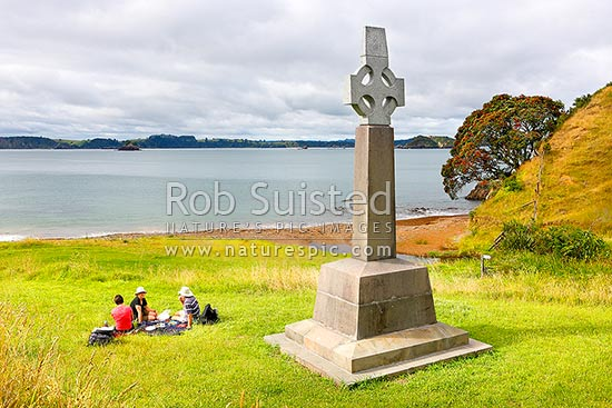 Marsden Cross and picnickers in Hohi (Oihi) Bay, where Reverend Samuel Marsden preached his 1st sermon Christmas Day 1814, below Rangihoua Pa, Kerikeri, Far North District, Northland Region, New Zealand (NZ) stock photo.