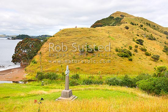 Marsden Cross, below Rangihoua Pa, in Hohi (Oihi) Bay, where Rev. Samuel Marsden preached his 1st sermon Christmas Day 1814, Kerikeri, Far North District, Northland Region, New Zealand (NZ) stock photo.