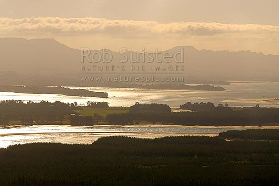 Tauranga Harbour with Matakana Island foreground, Rangiwaea Is. Centre, Motuhoa Is. left, and Kaimai Ranges behind, Mount Maunganui, Tauranga District, Bay of Plenty Region, New Zealand (NZ) stock photo.