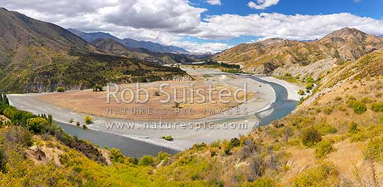 Clarence River, looking downstream from Quail Flat towards Horse Flat. Ka Whata Tu o Rakihouia Conservation Park and Muzzle Station. Panorama, Clarence Reserve, Kaikoura District, Canterbury Region, New Zealand (NZ) stock photo.