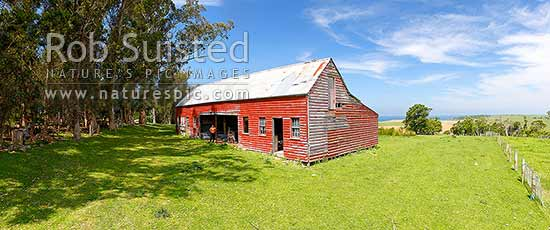 Charles Eberhard Suisted's Goodwood Estate stables built 1848-50. One of NZ's earliest remaining residences and second oldest extant farm building. Historic Place Category 1. Panorama, Palmerston, Waitaki District, Canterbury Region, New Zealand (NZ) stock photo.