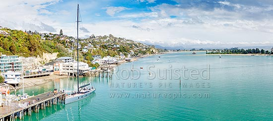 Nelson waterfront with boat, wharves, restaurants, cafes, boast and yachts along Wakefield Quay. Haulashore Island at right. Panorama, Nelson, Nelson City District, Nelson Region, New Zealand (NZ) stock photo.