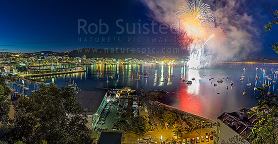 Fireworks in Wellington City off Oriental Bay with spectators lining the shore or in private boats. Panorama, Wellington, Wellington City District, Wellington Region, New Zealand (NZ) stock photo.