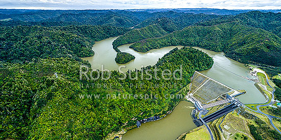 Patea Dam on the Patea River, holding back Lake Rotorangi, a 46km long hydro power lake.  Patea Dam is rated at 31 MW output, 80m high, built 1984. Aerial panorama. Tarere Conservation Area, Patea, South Taranaki District, Taranaki Region, New Zealand (NZ) stock photo.