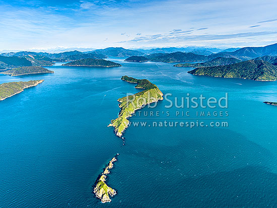 Long Island (Kokomohua) and Kokomohua Marine Reserve. Outer Queen Charlotte Sound, looking south. Aerial view, Marlborough Sounds, Marlborough District, Marlborough Region, New Zealand (NZ) stock photo.