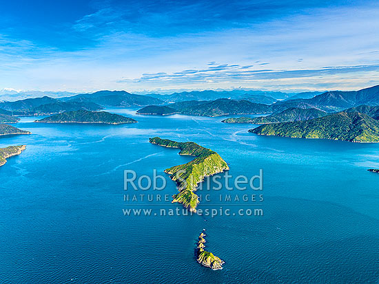 Long Island (Kokomohua Islands) and Kokomohua Marine Reserve. Outer Queen Charlotte Sound, looking south towards Picton. Inland Kaikoura Mtns far left. Aerial view, Marlborough Sounds, Marlborough District, Marlborough Region, New Zealand (NZ) stock photo.
