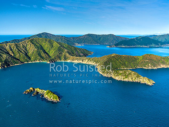 Motungarara Island in front of Arapawa Island and Onehunga Bay. Cooper Point right, East Bay centre.  Aerial view in outer Queen Charlotte Sound, Marlborough Sounds, Marlborough District, Marlborough Region, New Zealand (NZ) stock photo.