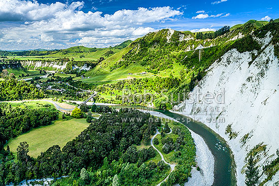 Rangitikei River and white siltstone / paapa / papa cliffs distinctive of the district. Aerial view over river valley and farmland, Mangaweka, Rangitikei District, Manawatu-Wanganui Region, New Zealand (NZ) stock photo.