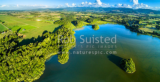 Lake Papaitonga with Motukiwi Island (left) and Motungarara Island below. Horowhenua Plains and Tararua Ranges behind. Aerial panorama. Papaitonga Scenic Reserve, Levin, Horowhenua District, Manawatu-Wanganui Region, New Zealand (NZ) stock photo.