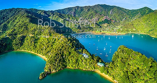 Ngakuta Bay nestled in Grove Arm. Aerial view over houses in forest near Ngakutu Point, and yachts and vessels moored in the bay. Queen Charlotte Drive, Marlborough Sounds, Marlborough District, Marlborough Region, New Zealand (NZ) stock photo.