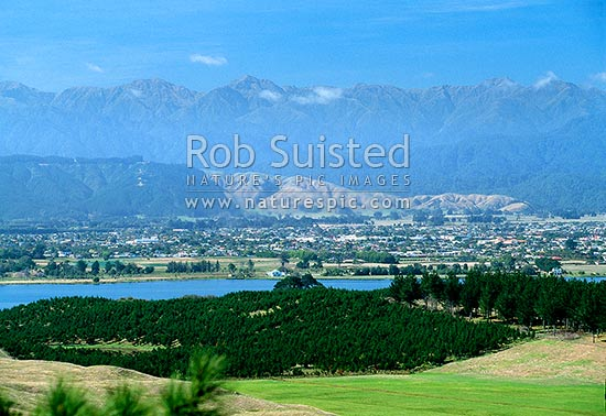 View over Lake Horowhenua to Levin and the Tararua Range beyond, Levin, Horowhenua District, Manawatu-Wanganui Region, New Zealand (NZ) stock photo.